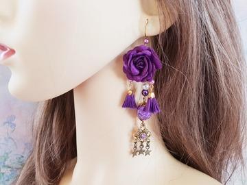 Vente au détail: Boucles d'oreilles violet fleur pompon