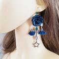 Vente au détail: Boucles d'oreilles bleu canard fleur pompon