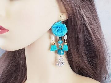 Vente au détail: Boucles d'oreilles bleu cyan fleur pompon