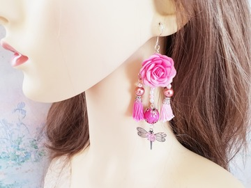 Vente au détail: boucle d'oreille rose fuchsia fleur pompon