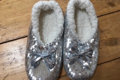Selling with online payment: Sequinned Slippers size 1