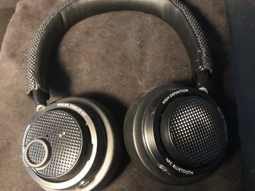 Selling: Philips Fidelio M2BT