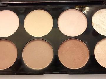 Venta: Paleta de bronceadores e iluminadores de Makeup Revolution.