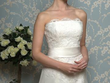 Ilmoitus: Hääpuku White Rose Bridal R680, laahus