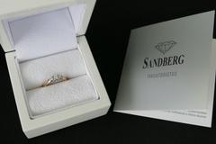 Ilmoitus: Sandberg Aamukaste (keltakultainen timanttisormus)