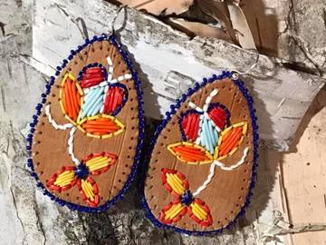 Selling: Tear drop earring with multicolored tulip motif & blue trim.