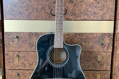 Renting out: Beautiful Black Fender Dreadnought Acoustic/Electric