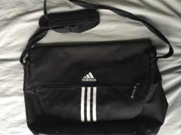 Myydään: Messenger bag - Adidas