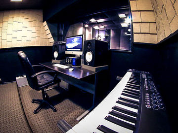 Rent Podcast Studio: Fifty50studios