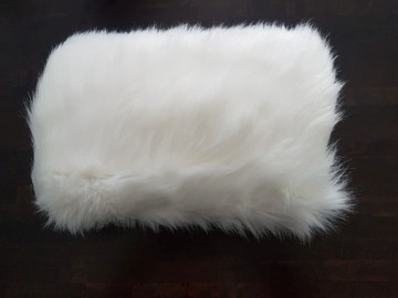 Ilmoitus: Valkoinen karvamuhvi myynnissä