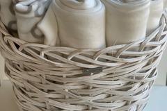 Ilmoitus: Fleece-vilttejä & valkoinen kori (Luhta Home)