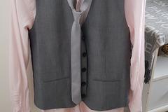 Ilmoitus: Kauluspaita, liivi ja kravatti -setti pojalle