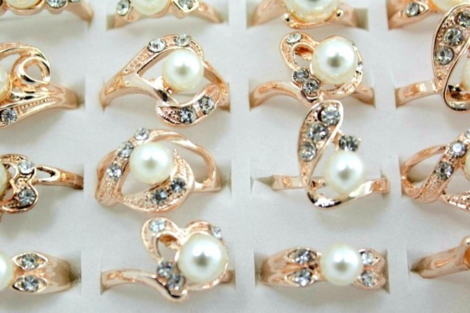 300) Simulated Pearl Rings Women's Fashion Jewelry - $124 99