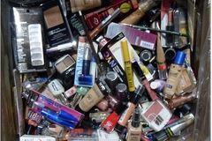 Buy Now:   Assorted Discount Cosmetics x 500 FREE SHIPPING