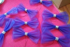 Ilmoitus: Violetteja rusetteja ja sydämiä