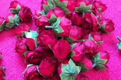 Ilmoitus: Punaisia ruusuja ja sydännastoja