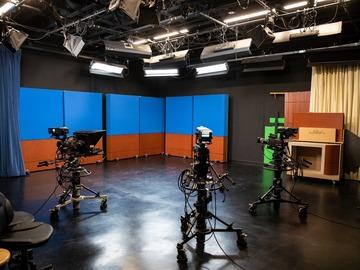 Rent Podcast Studio: 30'x 30' Studio