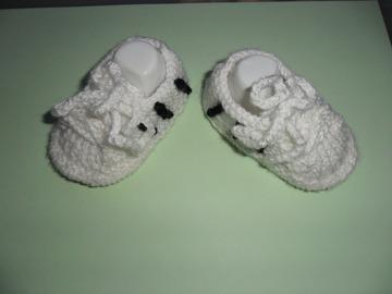 Vente au détail: chaussons bébé genre basket 0/3 mois