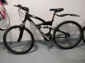 Myydään: A mountain bike