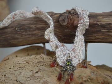 Sale retail: Collier crochet dentelle avec pendentif
