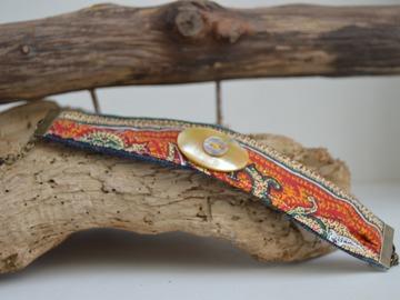 Sale retail: Bracelet tissus et bouton nacre