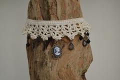 Vente au détail: Collier Dentelle Crochet Pendentif Camé et Pampilles
