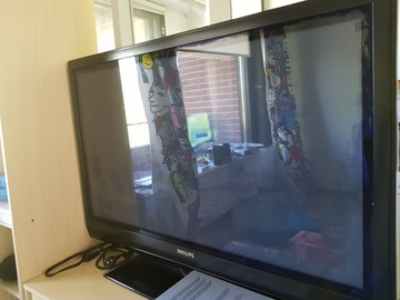 Myydään: A TV set, pick up from Otaniemi