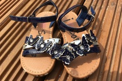Selling with online payment: Sandals, size 5