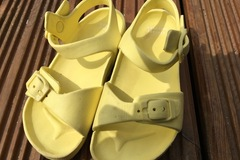 Selling with online payment: Yellow croc style sandals, size 5