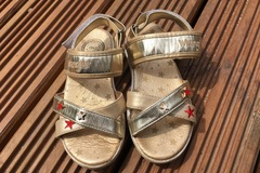 Selling with online payment: Wrangler shiny sandals, size 12