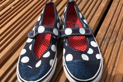 Selling with online payment: Dotty pump sandals, size 11