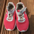 Selling with online payment: Nike pink trainers, size 1