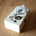 Renting out: Lovepedal Hand Wired White Dragon Fuzz Pedal Rental