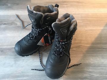 Myydään: Warm Winter boots, women size 40