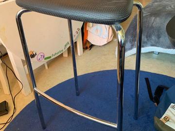 Annetaan: Three bar stools