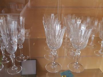 Ilmoitus: kristalli lasit