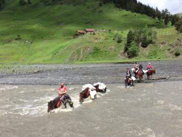 Réserver (avec paiement en ligne): 8/4 - 8/16 Equestrian expedition to Tusheti - Georgia