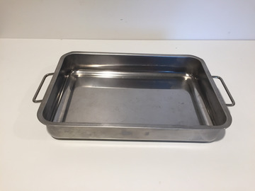 Selling: New Oven dish