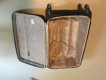 Myydään: well condiction 28-inch suitcase