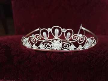 Ilmoitus: Uusi ja kaunis tiara