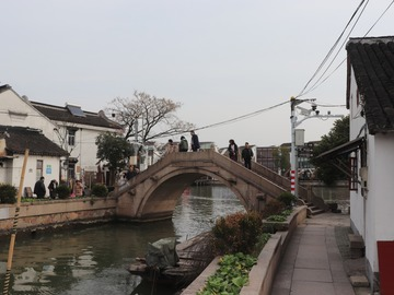 Offering with online payment: One-day tour to Zhujiajio Watertown and Jade Buddha Temple