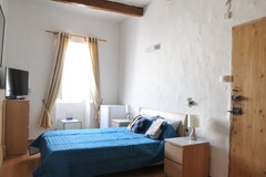 Rooms for rent: St Julians - Private double bedroom + own bathrm in Townhouse