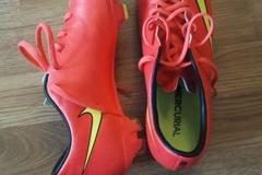 Selling: Football shoes, Nike, size 40.5