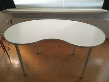 Myydään: White Desk Table