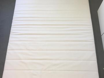 Myydään: Comfy mattress with bed frame 140x200 barely used