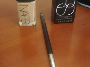 Venta: Base NARS Fiji Sheer Glow y regalo brocha NARS