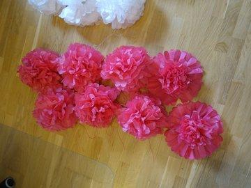Ilmoitus: 8 kpl valmiiksi koottuja(!) tumman pinkkejä pom pom -koristeita