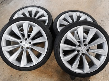 "Selling: 21"" Tesla Model S wheels and tires"