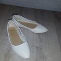 Ilmoitus: Valkoiset ballerinat