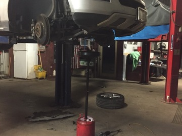 Hourly: Houston, TX DIY access to a automotive lift and bay